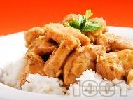 Рецепта Задушени пилешки хапки от филе в уникален сос от бяло вино, сметана и соев сос на тиган